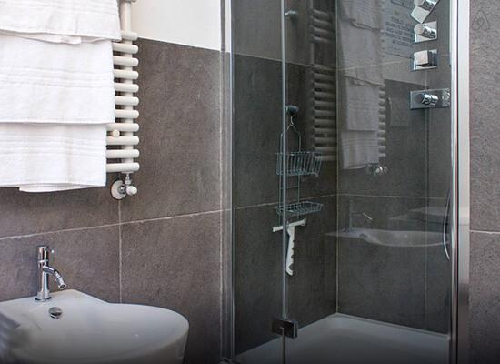 cabina-doccia-appartamento-Bellagio-Lago-Como